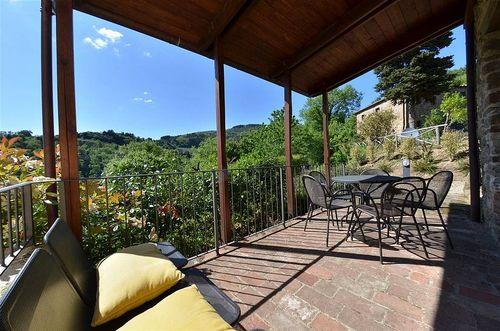 Bella vista di montefienali montefienali vakantiehuis in gaiole in chianti siena toscane - Smeedijzeren pergola voor terras ...