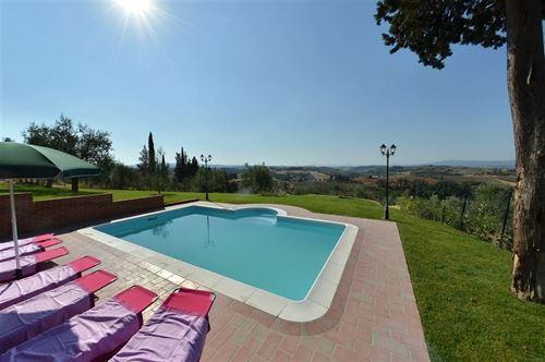 La pusterlina vallecchio vakantiehuis in castelfiorentino florence toscane for Schaduw een terras
