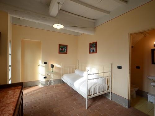 Casa campodonico 10 vakantiehuis in terranuova bracciolini arezzo toscane - Kamer heeft een mager ...