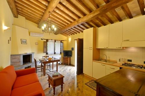 Bellaluce vakantiehuis in canale nuovo orvieto toscane - Betegelde ensuite marmeren badkamers ...