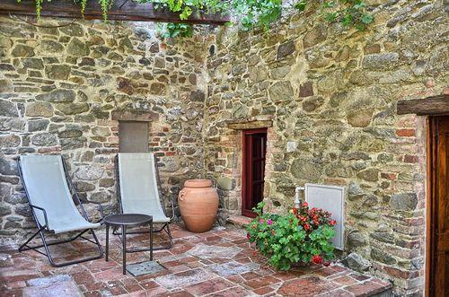 Loggia montefienali vakantiehuis in gaiole in chianti siena toscane - Kitchenette met stoelen ...