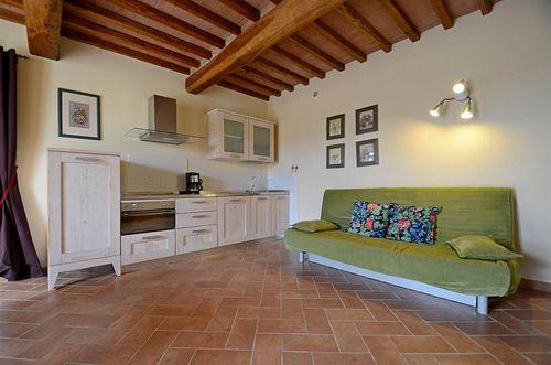 Mimosa la macchia vakantiehuis in peccioli pisa toscane - Eetkamer tegel ...