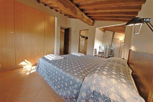 Vin santo vignale vakantiehuis in castelnuovo berardenga siena toscane - Kleedkamer suite badkamer kleedkamer ...