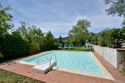 Il piccolo istrice montefienali vakantiehuis in gaiole in chianti siena toscane - Zwembad onder het terras ...