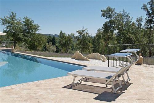 Villa ferraia vakantiehuis in monticiano siena toscane - Zwembad onder het terras ...